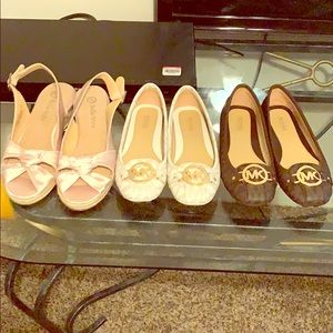 I'm selling sandals and flats